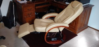 HiFi Wellness Recliner